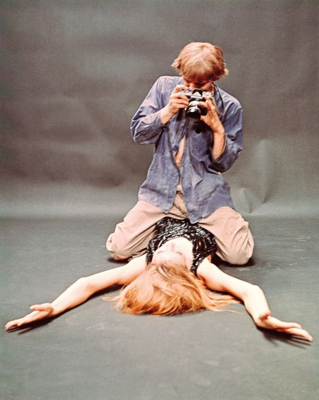 Hemmings photographs Veruschka in Blow Up